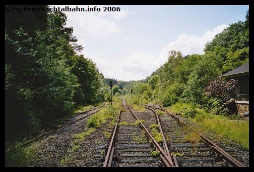 Bf Grenzau Ausfahrt Richtung Siershahn und mittig Gleis 2 (Blickrichtung Neuwied-Engers)